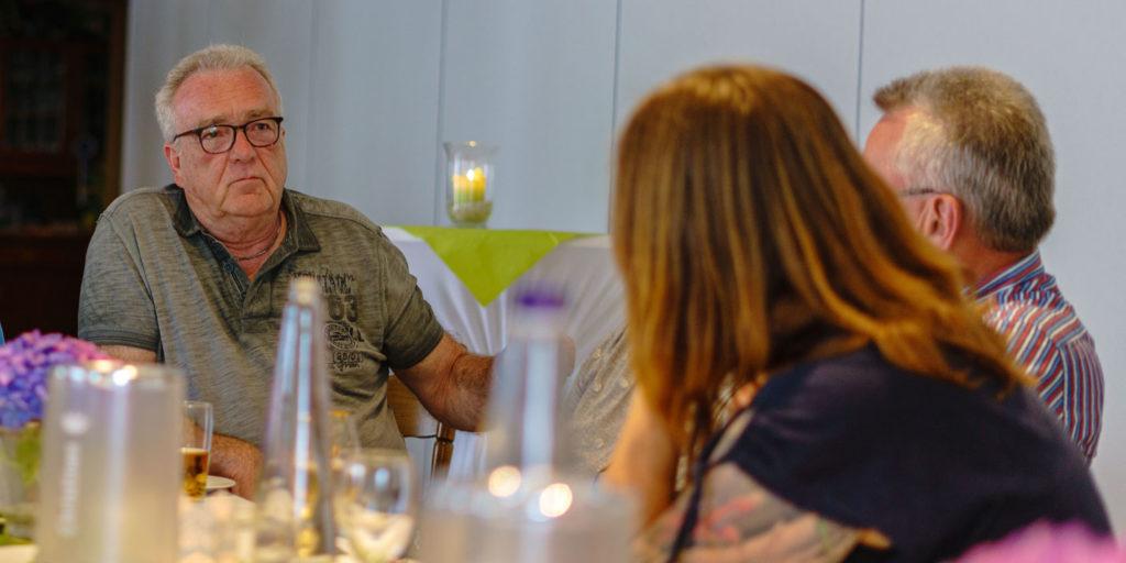 Karsten Donnecker im Gespräch mit Anwohnern